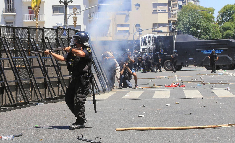 Graves disturbios con la Policía de la Ciudad
